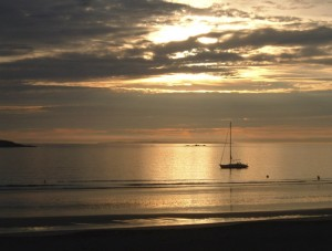 Mer calme et coucher de Soleil, idéal pour un mouillage en bâteau