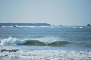Faible houle et vent de terre produisent de belles vagues sur la plage de Penthièvre