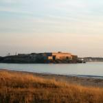 Le Fort de Penthièvre au coucher de Soleil vu depuis la Villa Ventolera (sud-ouest)